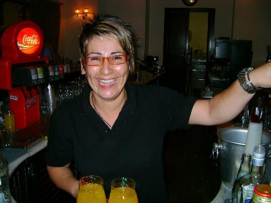 Bella Beach Hotel : Friendly Bar Staff