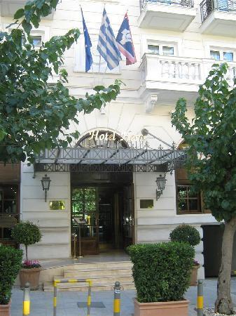 Hera Hotel: Entrance to Hotel