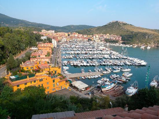 Porto Ercole, Italy: vista del porto dalla terrrazza della camera