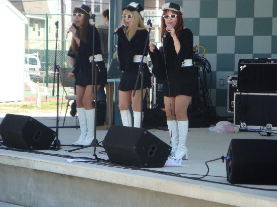 Nantucket Inn & Suites : 60's show in Wildwood