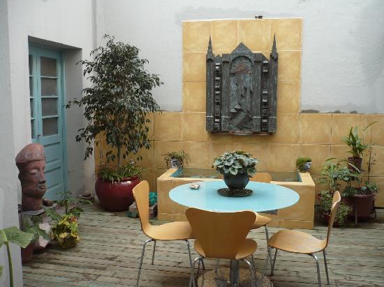 Casa Moro: Courtyard