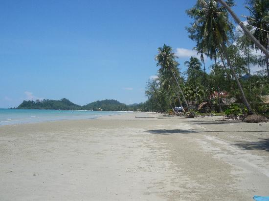 Baan Rim Nam: Khlong Prao beach.
