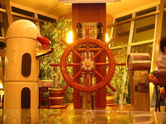 Queen Elizabeth Elite Suite Hotel & Spa: Lobby