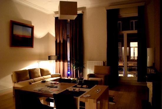 ApartGent Business & Travel Apartments: Living room