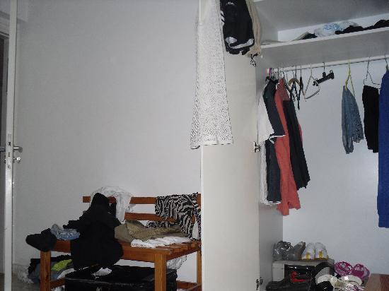 Lefki Tree Tourist Apartments: bedroom again