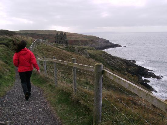 The Waterfront Hotel: Walk to Dunskey castle