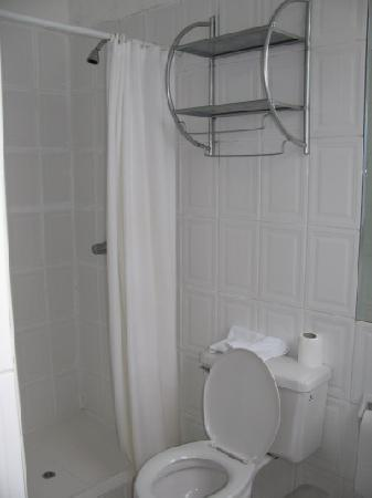 Villa Molina : Bathroom, hot showers or even water was not guaranteed!  Tip - wake up early!