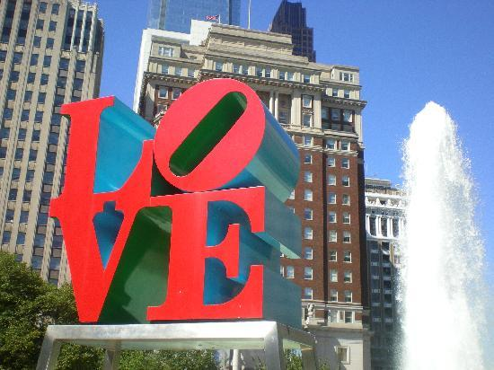 Love Park: LOVE sculpture overlooking the plaza