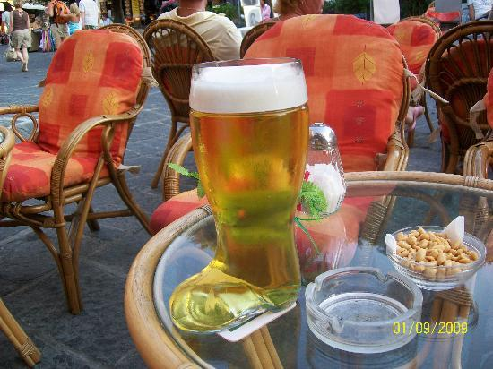 Pefki Islands Resort: Ask for a large beer and this is what you get