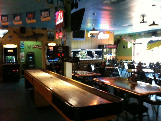 Bunky's Raw Bar & Seafood Grille: Great games!