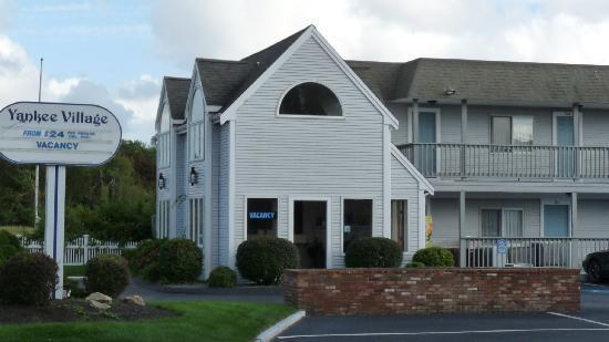 Yankee Village Motel: Office area