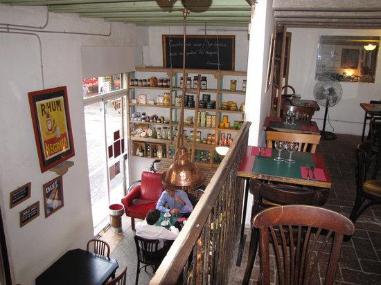 Au Port de la Lune: the gallery and the bar