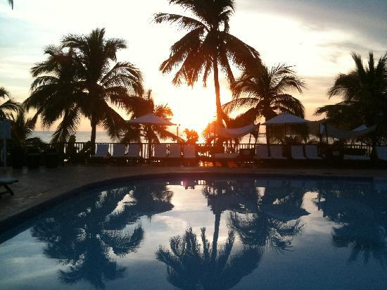 Club Med Ixtapa Pacific: Sunset by the pool
