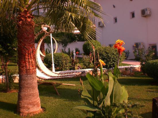 Ovacik, Tyrkiet: Garden At Hotel