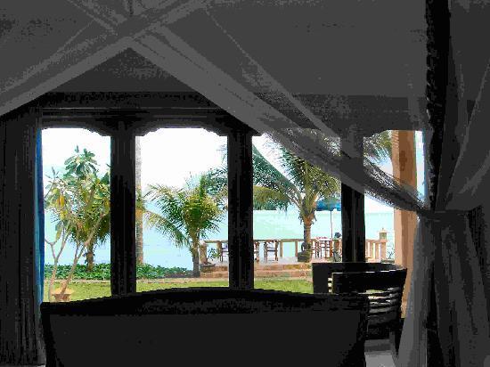 Poinciana Oceanside Resort & Retreat Centre: Blick aus dem Zimmer auf das Meer