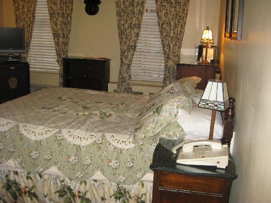 The Gracie Inn: Bed, etc.