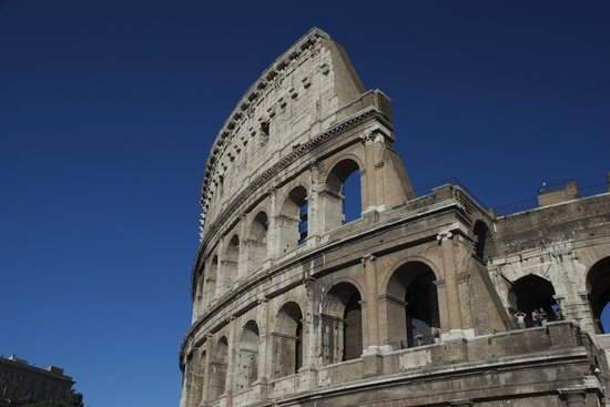 Rome Illuminated Guided Tours : Colosseum on a beautiful day