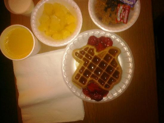 Staybridge Suites San Antonio NW Medical Center: Texas shaped waffles