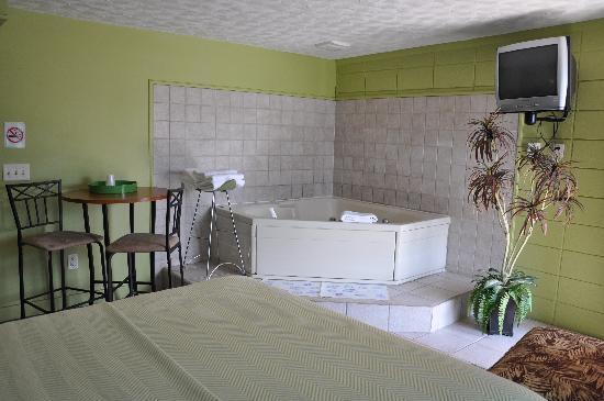 Miami Resort Motel: Jacuzzi Tub In My Room