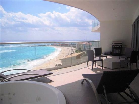 Lahia Condominiums: patio with Jacuzzi and BBQ