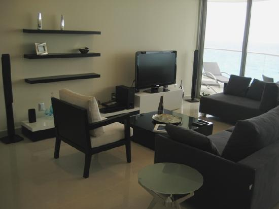Lahia Condominiums: Living room with Plasma TV