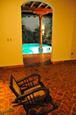 Miss Margrit's Guest House: Sitting area and pool