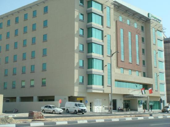 Corridor picture of holiday inn express dubai jumeirah for Best value hotels in dubai