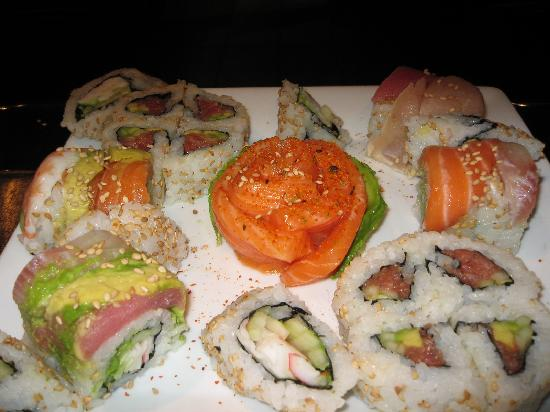Samurai Teppan & Sushi Restaurant: sushi sampler really god