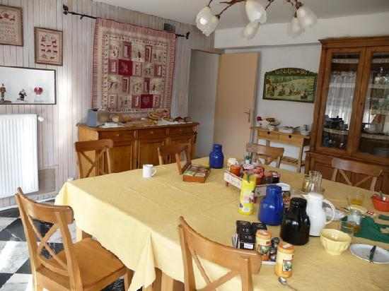 Le Grand Chalet: Wohnzimmer/Essecke