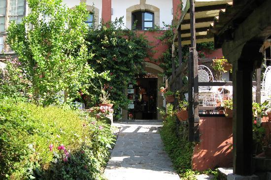 HOTEL MAR DEL SUEVE: Jardín