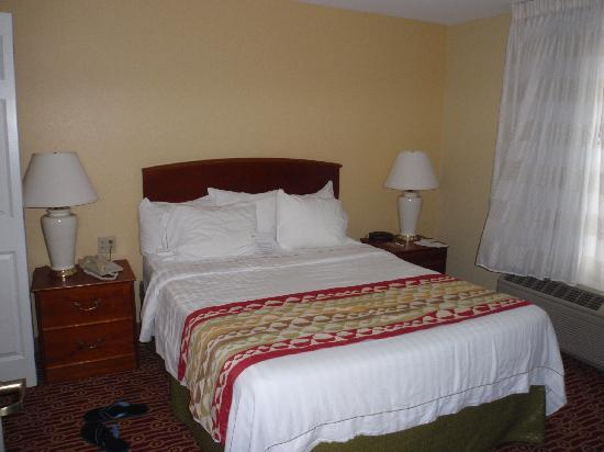 TownePlace Suites Milpitas Silicon Valley : Bed - 1 Bedroom Suite