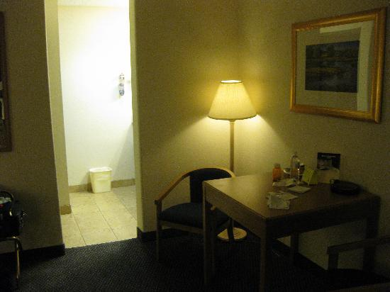 BEST WESTERN Paint Pony Lodge: Bathroom Area; table