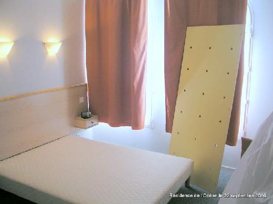 Vacancéole - Résidence de l'Océan : Planche mis à ma disposition pour palier le mauvais etat du lit