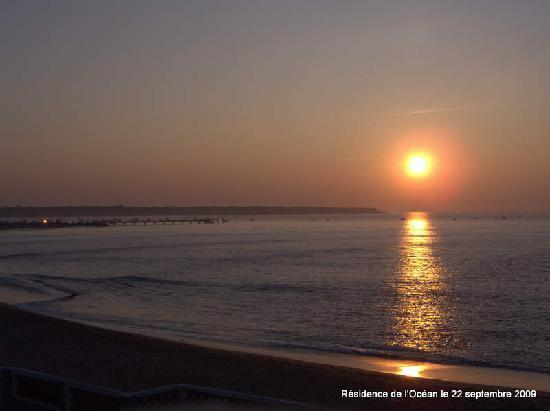 Vacancéole - Résidence de l'Océan : Vue du levé de soleil depuis le balcon