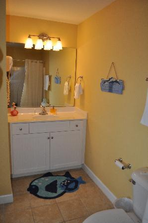 Tiffany's Motel: Master Bathroom