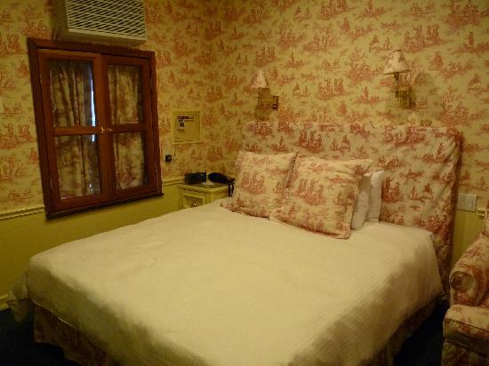 Mayfair Hotel: King Size Room