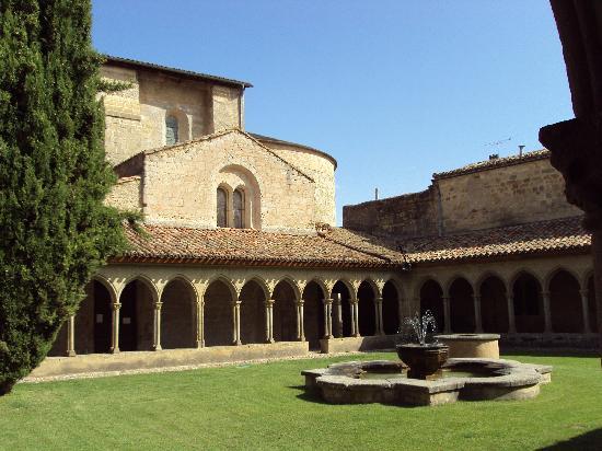 Domaine de Maran : Abbey St Hilaire