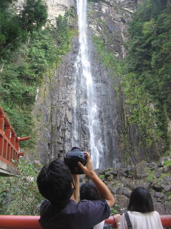 Nachi Mitaki Falls: 写真ではあまり伝わらないですが、生で見ると迫力あります