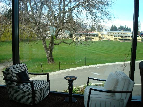 Queenstown Park Boutique Hotel: Looking out from lounge across Rugby fiels