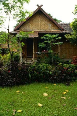 Bansuan Riverview Bungalows: the one i stayed in