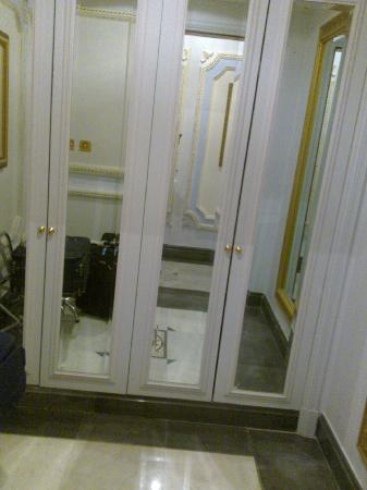InterContinental Dar Al Tawhid: Closets