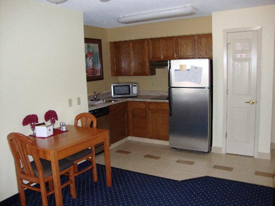 Residence Inn Chicago O'Hare: Kitchen