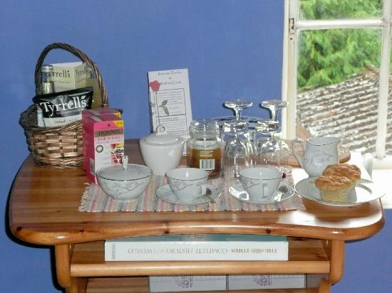 Walford Court: Our well stocked tea tray with delicious home baked apple and cinnamon muffins