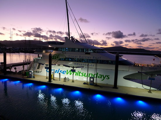 Cruise Whitsundays : SeaFlight ready to whisk you away to the outer reef