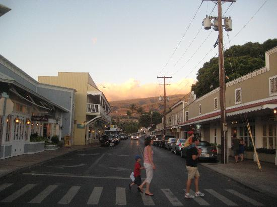 Lahaina Inn: view from across the street