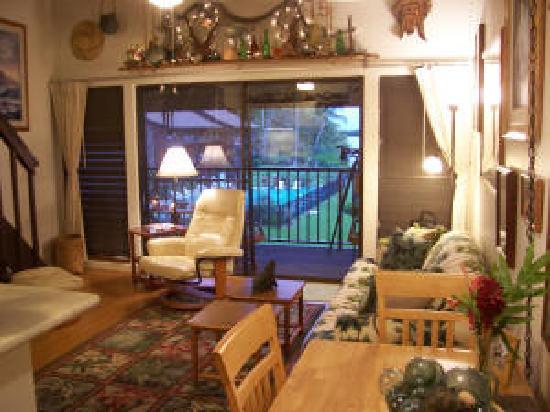 Castle Molokai Shores: Living room
