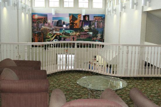 Comfort Suites - Columbus / Clara St: 2nd floor lobby with atrium over main lobby