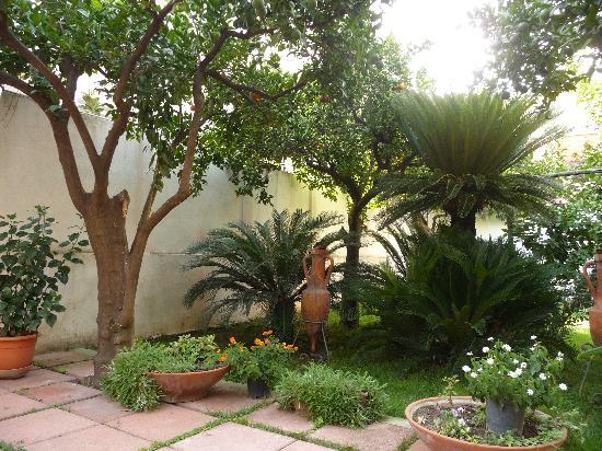hotel diana pompei the little garden - Little Garden