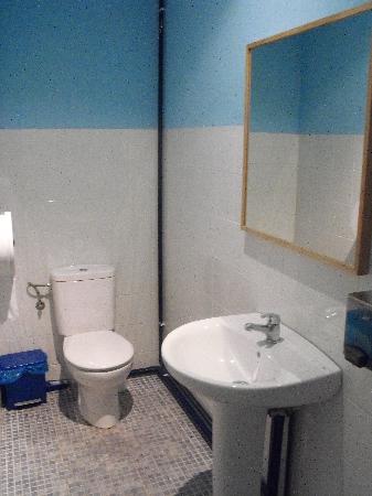 Indigo Youth Hostel: bagno