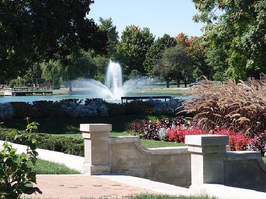 Lakeside Park & Rose Garden : Lakeside Pond